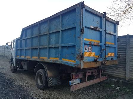camion ribaltabile con gru usato